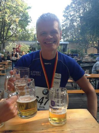 En post-run-beer i Tiergarten etter målgang.